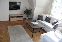Suite Nr. 3 - Zimmer, Sofa, Tisch, telwizor