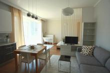 Apartament nr 5 - Pokój gościnny, salon, sofa, stolik - apartamenty starówka gdańsk wynajem